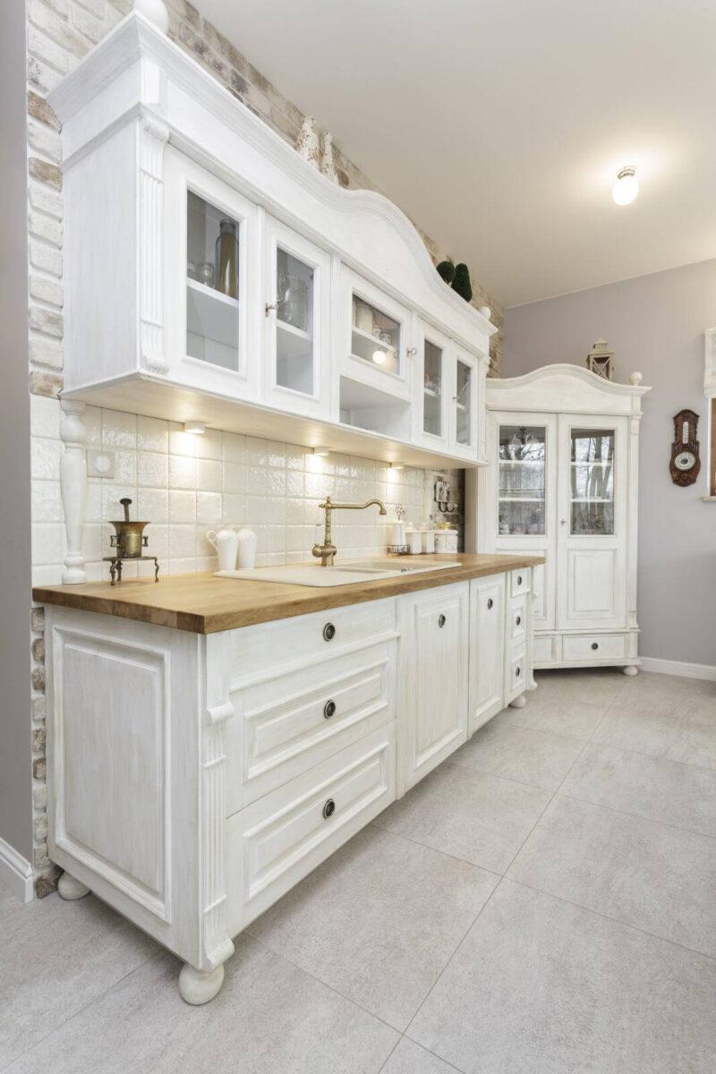 Tuscany - white shelves in classic kitchen